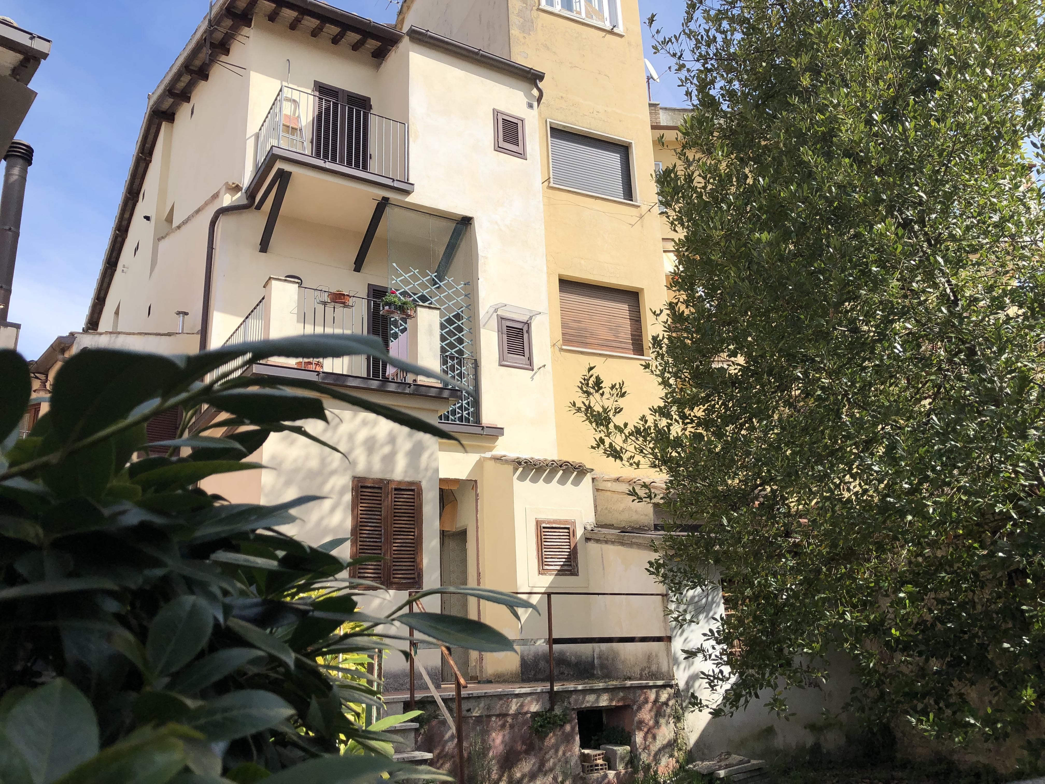 PROPONIAMO IN ASTA: Spoleto, via Mameli (via Della Vigna)
