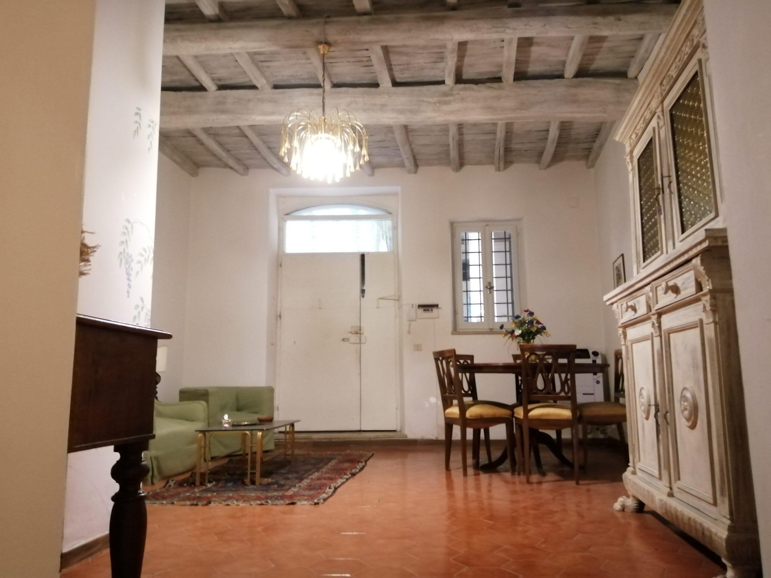 Centro storico, su palazzo storico ristrutturato, appartamento arredato